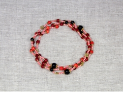 Бусы из коралла красных оттенков и черного агата от Nur